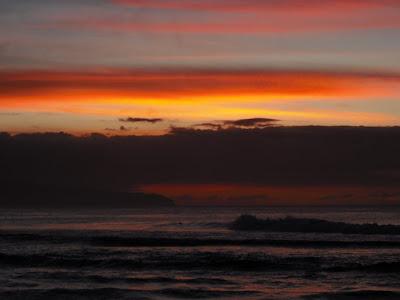sunsetsWATERskyCLOUDS copyright 2009 Cosanostradamus blog me no blogs