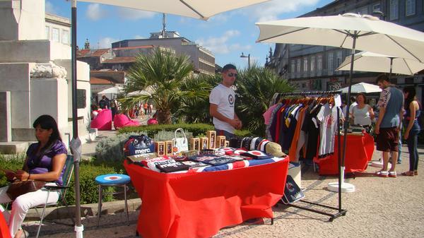 Adesivo De Parede Na Zona Leste ~ Um Mundo Global Mercados de rua na cidade do Porto