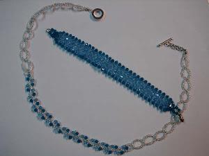 Conjunto azul, colar corrente e pulseira