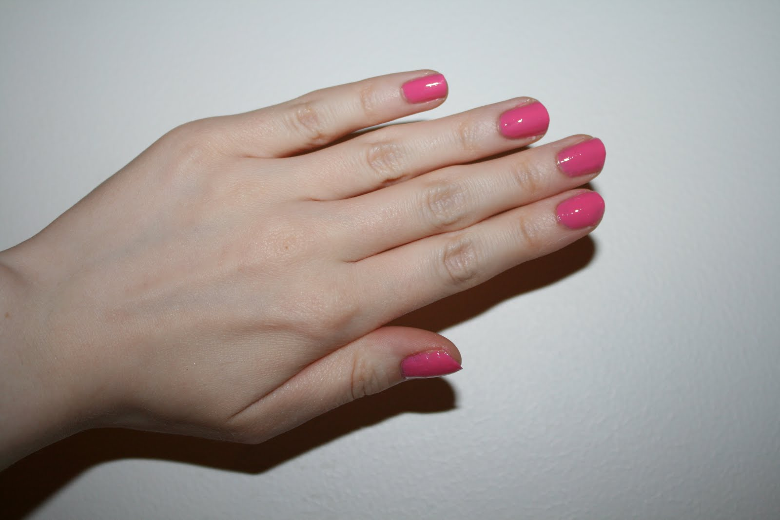 Makeup, Beauty & Fashion: Nails Of The Day: Gum Pink