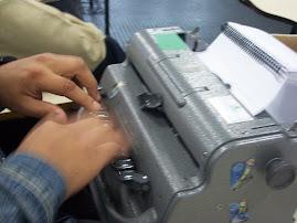 Máquina de escrever em Braille.