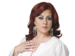 Carmen Delgado con cabello pelirojo