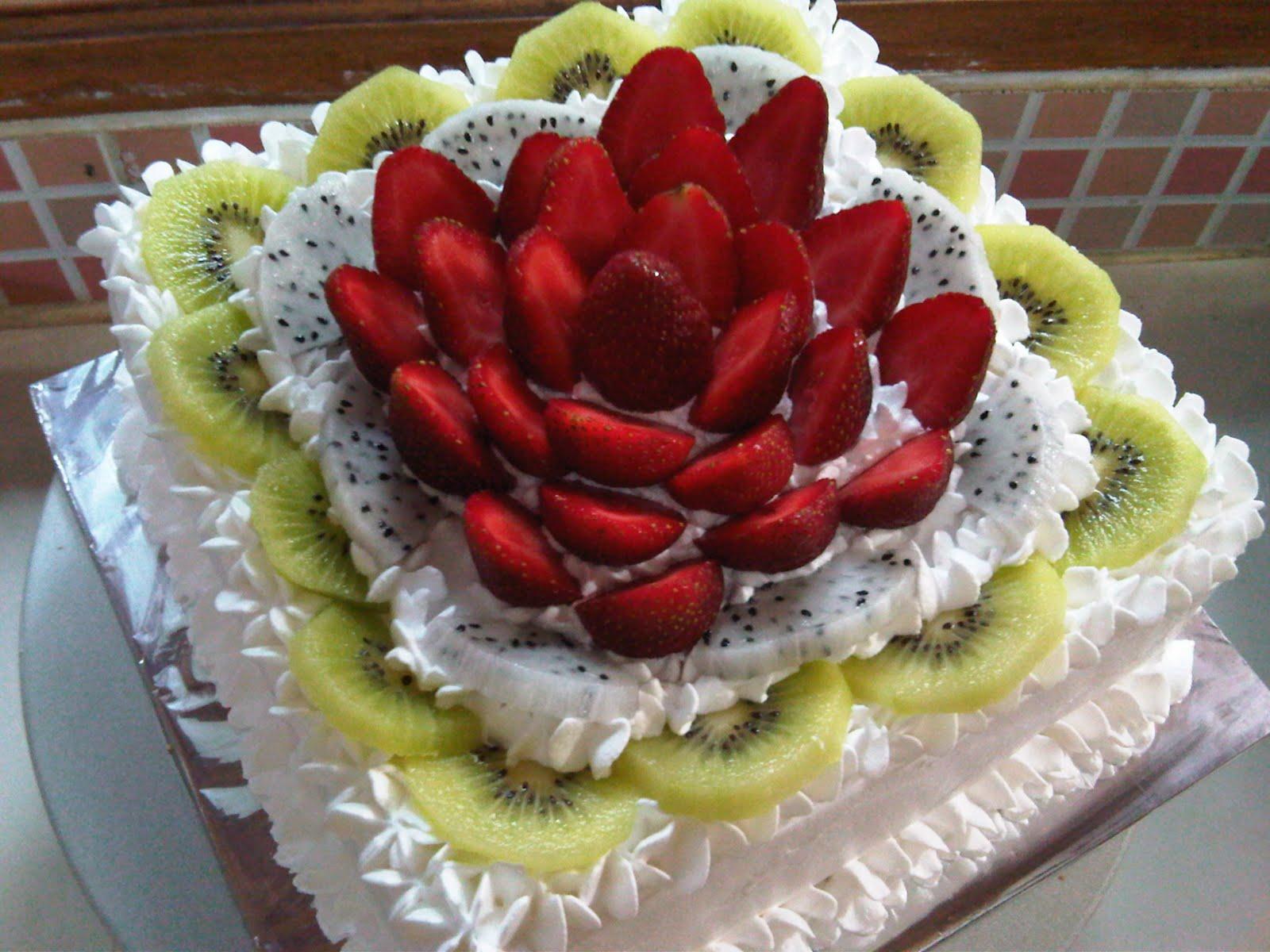 http://3.bp.blogspot.com/_tatV6r7gfXw/SwJmoknA72I/AAAAAAAAAi8/Q1qJ4lp94e0/s1600/Fruits%20Cake%20-%20Strawbery%20Kiwi.jpg