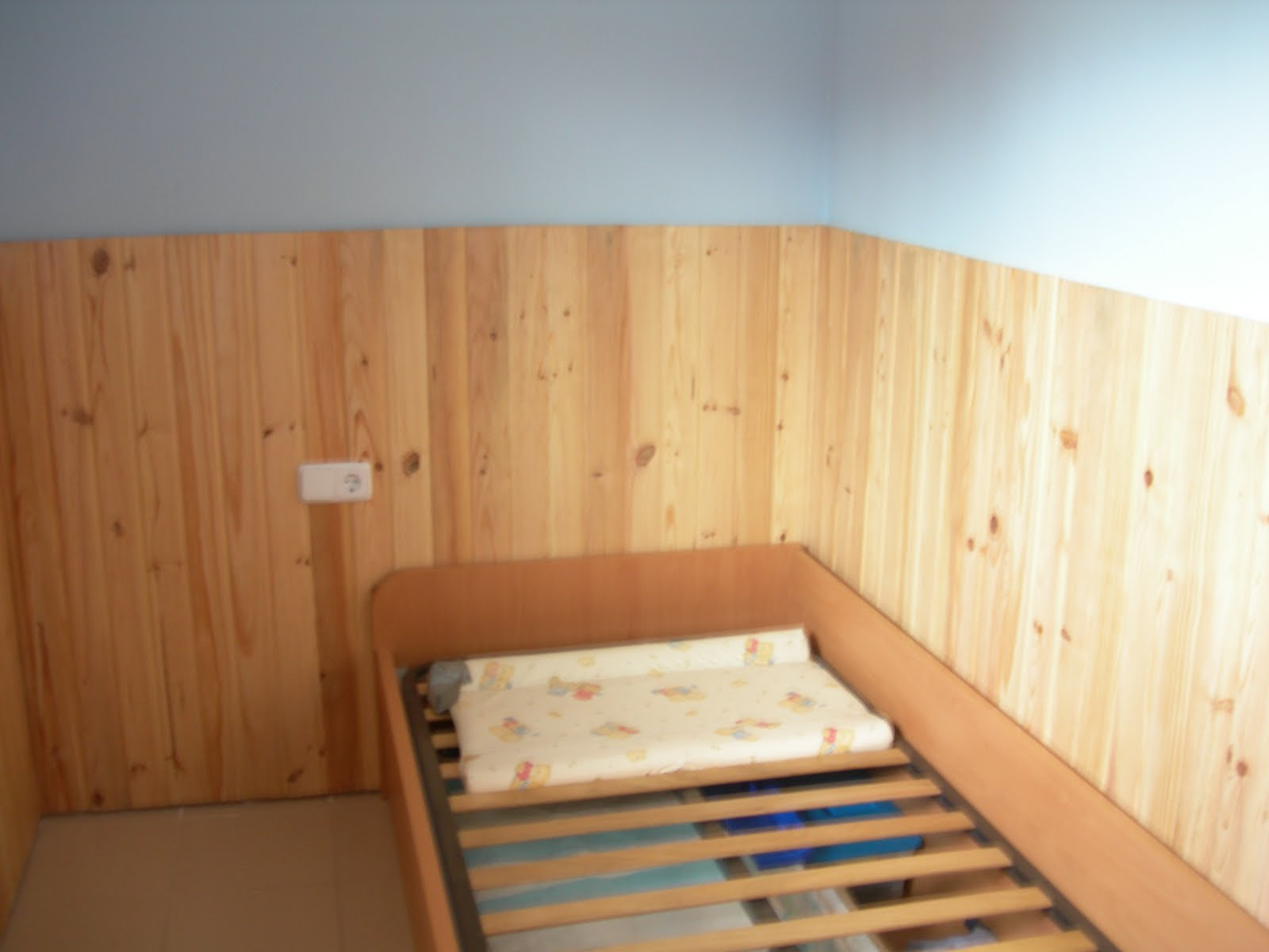 Bricolaje hazlo tu mismo colocar friso de madera for Friso madera pared