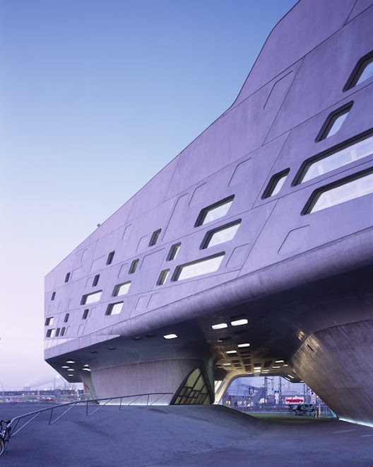 Hadid:  Phaeno Science Museum, Wolfsburg, Germany