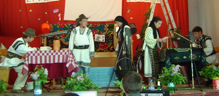 MARELE PREMIU al Festivalului de teatru al școlii-2010: Oile Domnului..Regia: prof. Ionela Popa