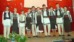 Echipa de dans popular românesc a liceului, în gala laureaților Festivalului de teatru -2010