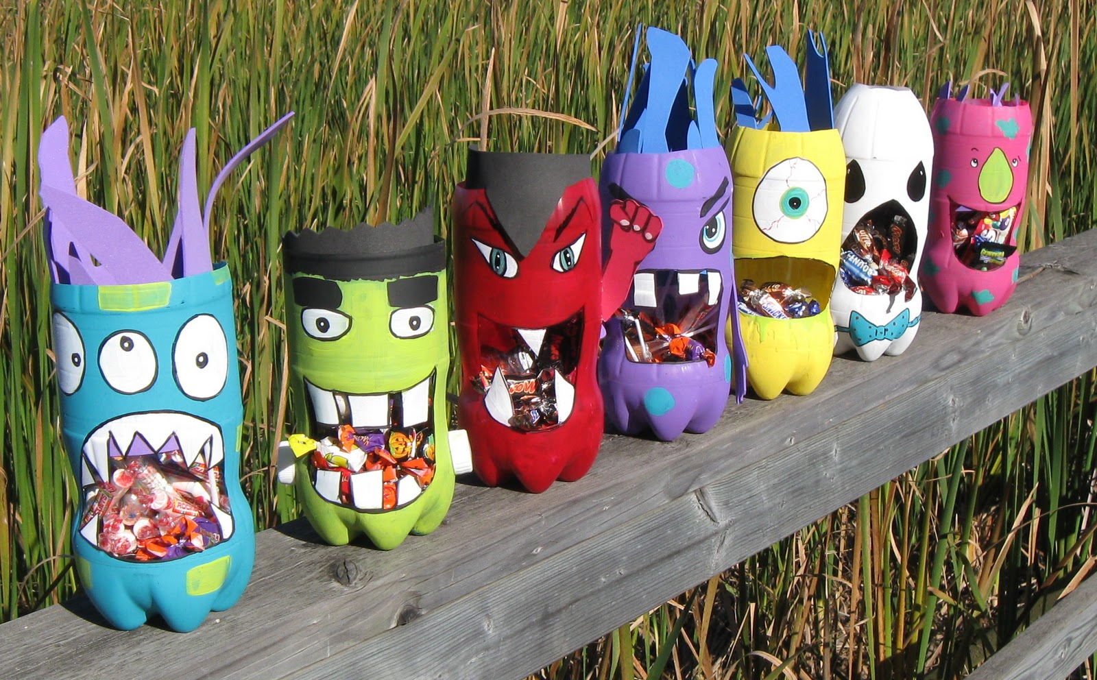 Monster Crafts http://easypreschoolcraft.blogspot.com/2012/06/halloween-recycled-bottle-monster.html