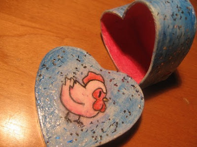 heart-shaped box with picture of a chicken