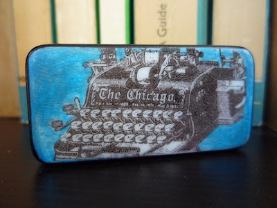 magnet with image of typewriter