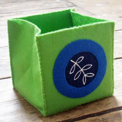 felt box, green