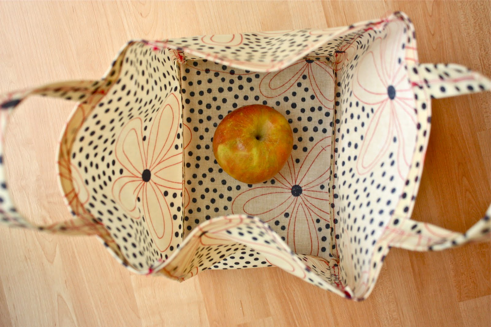 Zaaberry Oilcloth Lunch Tote Tutorial