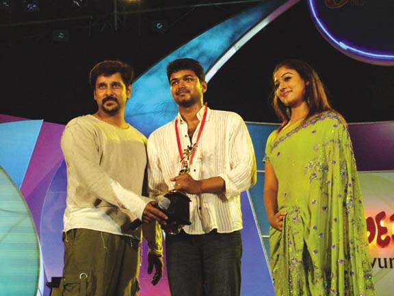 Dinakaran best actor award in 2004
