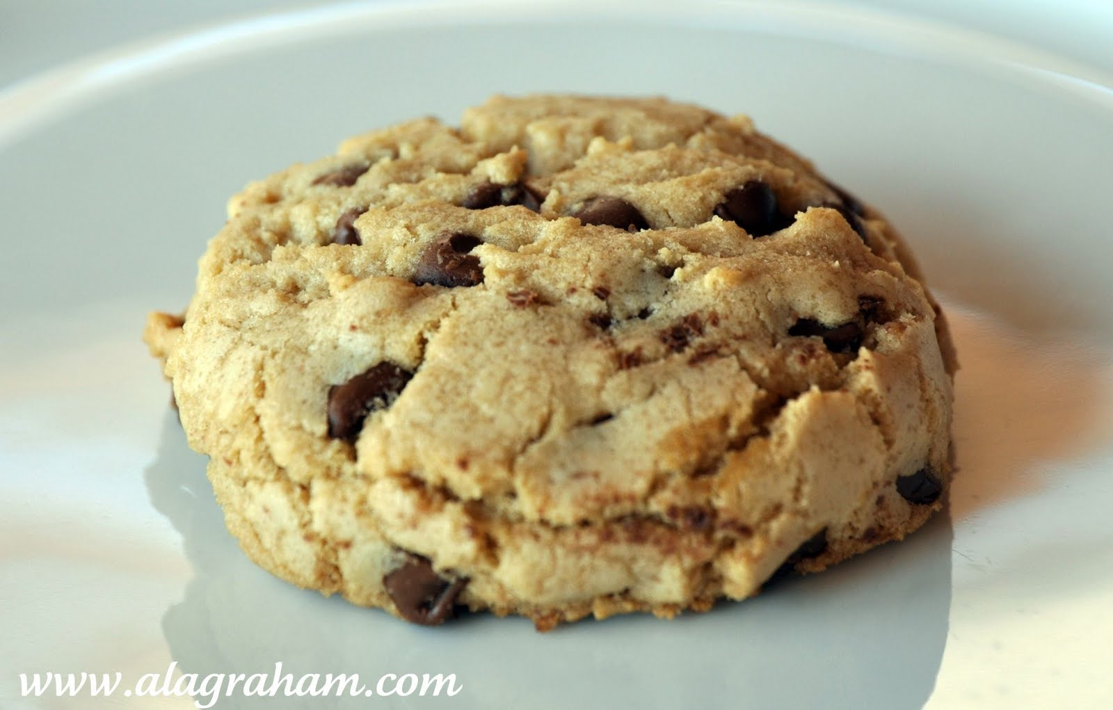 LA GRAHAM: THE BEST THICK AND CHEWY CHOCOLATE CHIP COOKIES