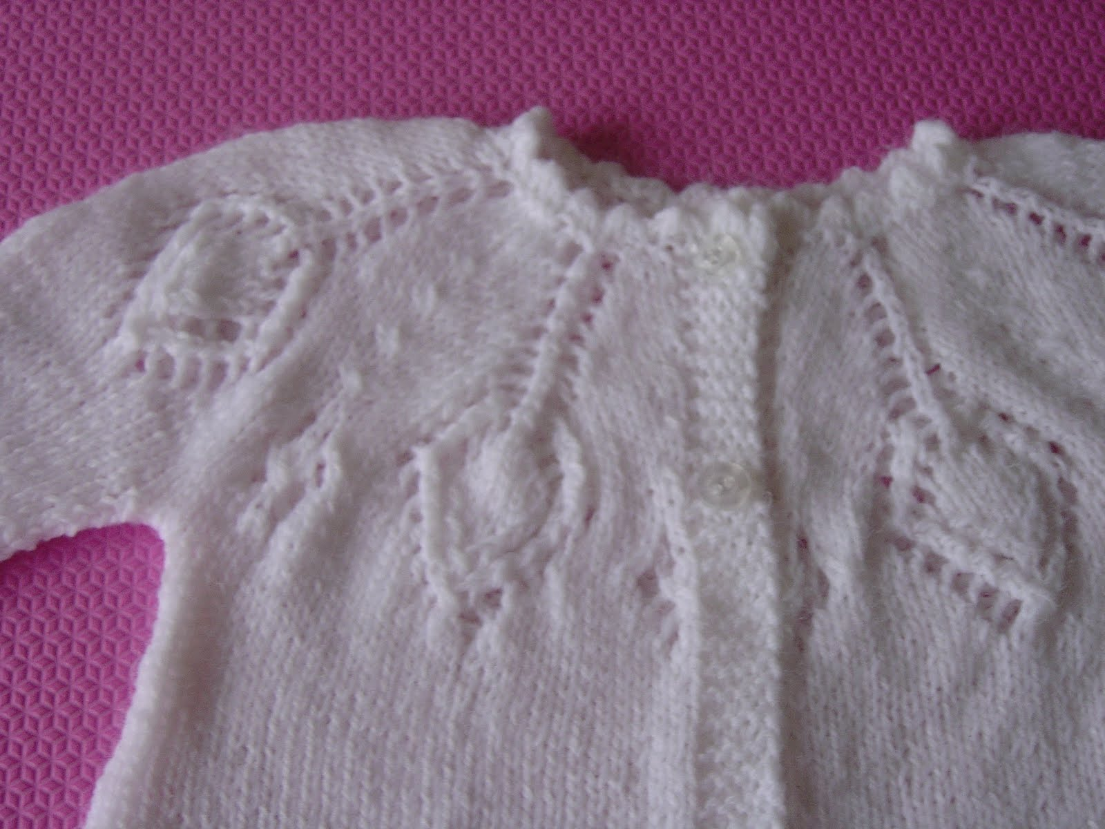 KNITTING PATTERNS FOR BABIES CARDIGANS   Free Patterns