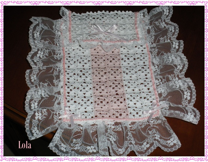 LOLA Y SUS MINIATURAS: Colcha de Crochet y Encaje.