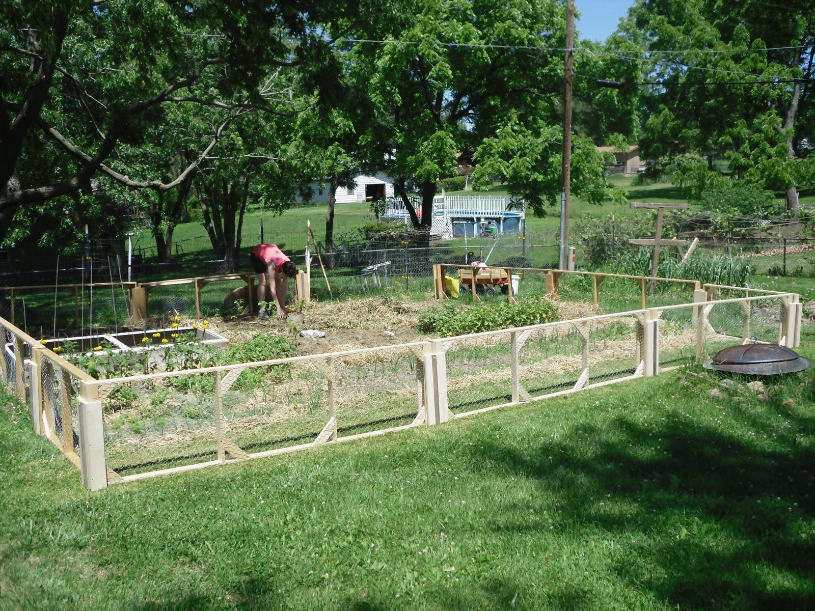 Modular garden fence