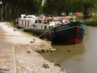 French Hotel Barge EMMA - Take a barging vacation in the South of France - Contact ParadiseConnections.com