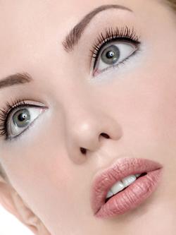 http://3.bp.blogspot.com/_tquHJCzsJU8/SWS9gJeQyQI/AAAAAAAAAyk/YVQL7fM0dAg/s400/Eye_Liner___natural_makeup.png