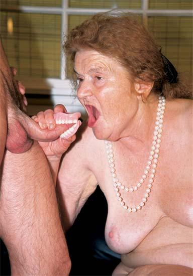 femme exibe grosses saloppes