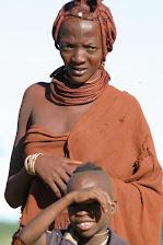 Mutter und Sohn in Namibia