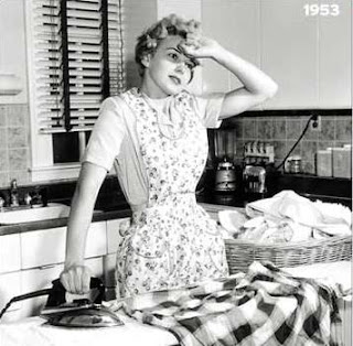 vintage+ironing+housewife+tired.jpg (320×314)