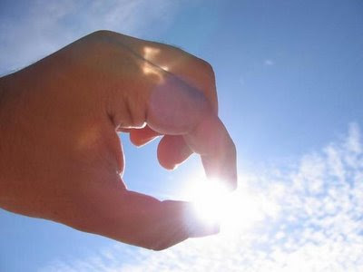 Hola a tod@s A-ver-que-el-dia-soleado-y-cojemos-el-sol-con-los-dedos