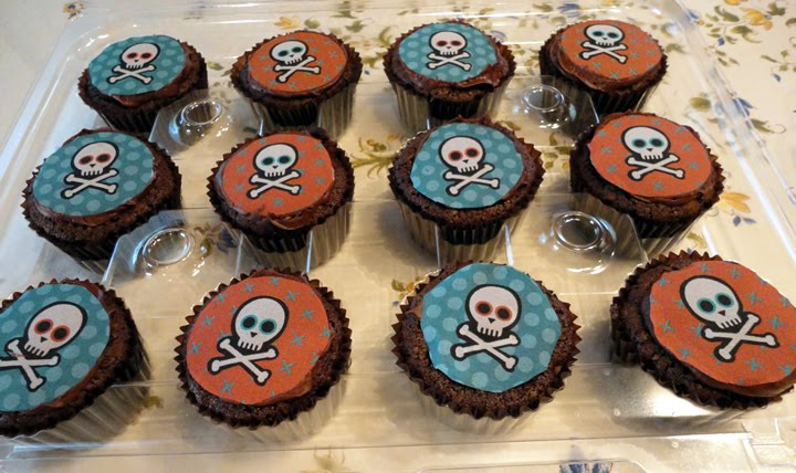 Scull And Bones Cupcakes