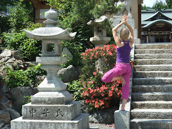 Välkommen att följa med min engelska Yogablogg!
