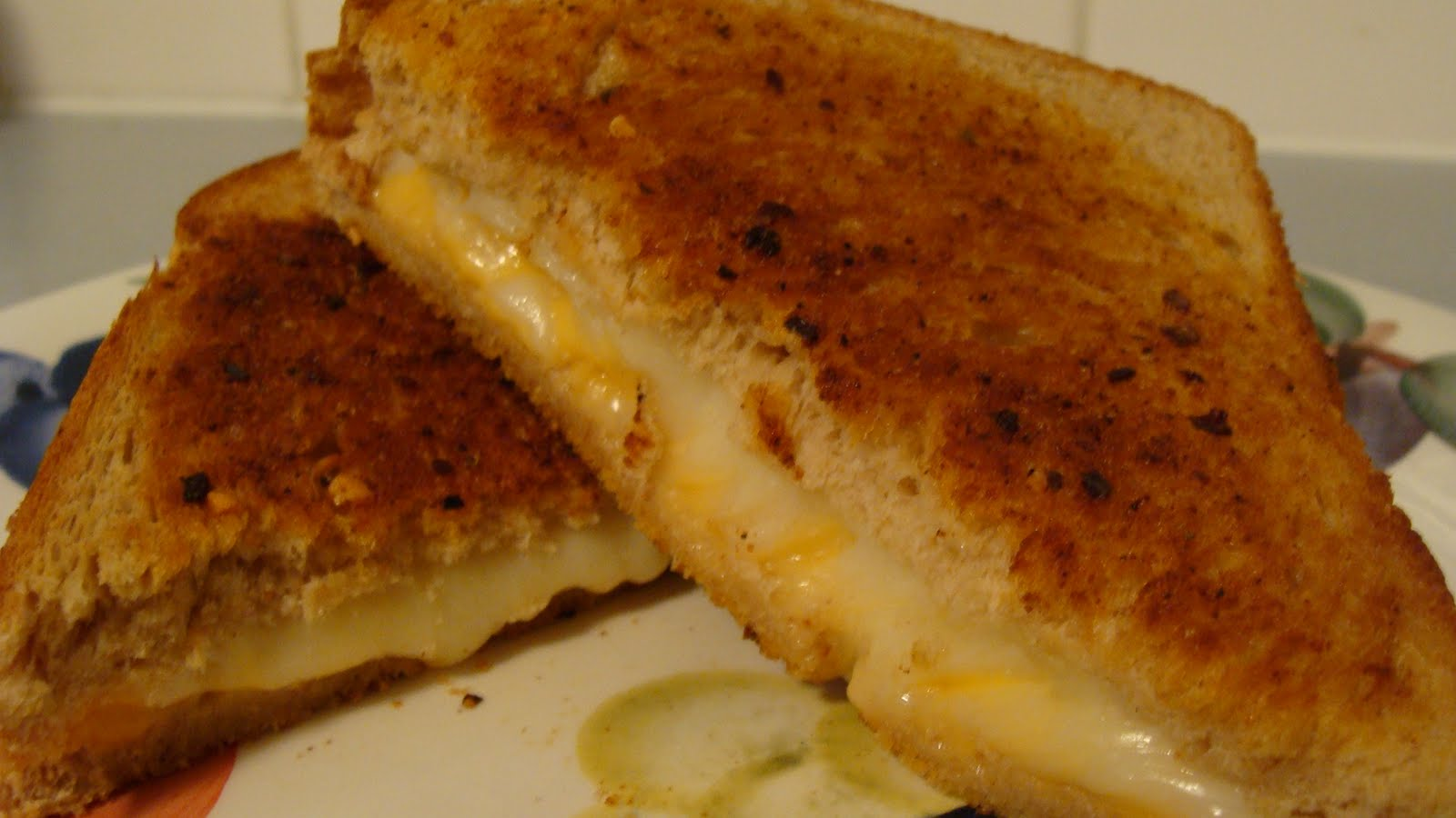 grilled cheese essay I've been on a bit of a cheese kick as of late mozzarella sticks, grilled cheese, and my personal favorite, mac 'n' cheese, have been on the menu more times than is probably healthy.