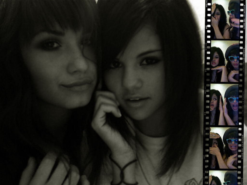 http://3.bp.blogspot.com/_u0GLqCgEqxY/S4fr-f0ks7I/AAAAAAAAALw/Zp7_R3_JAMs/s1600-R/Selena-and-Demi-Wallpaper-selena-gomez-and-demi-lovato-2563109-1024-768.jpg