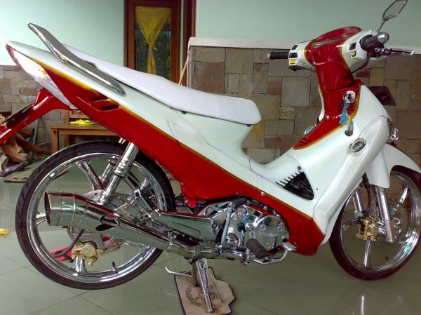 MODIFIKASI+SUPRA+X+125 Modifikasi Motor Honda Supra X 125 Retro Merah Chrome