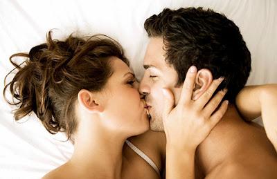 smooch kissing couple