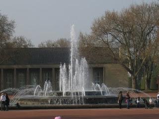 Brunnen Im Nordpark Düsseldorf: (c) Kinderaugen28, Pixelio