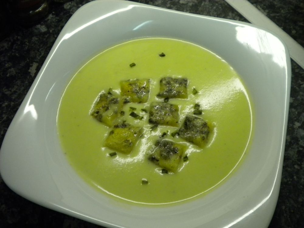 Pear recipes - pear and celery soup, venison steak with pear and ...