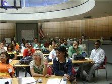 Jóvenes se preparan en Miami Dade collage  en el curso de formación de lideres acuerdo suscrito por la SEJ