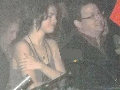 selena gomez crying at nick jonas concert. Selena Gomez attended the Nick Jonas and The Administration concert in