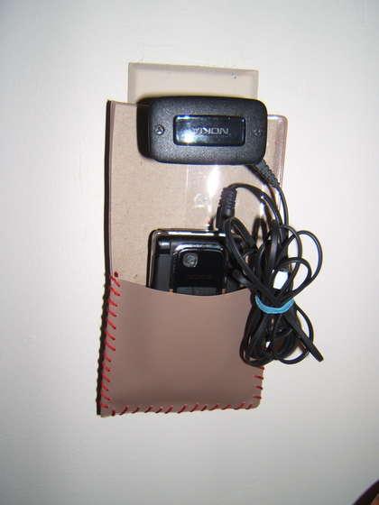 วิธีทำกระเป๋า ซองใส่มือถือ กระเป๋าใส่โทรศัพท์ ซองมือถือ วิธีทำ กระเป๋า ซอง โทรศัพท์ มือถือ ที่ชาร์จ แบต  ชาร์จมือถือ ซองใส่สายชาร์จ ปกหนังสือ ปกไดอาี่ ลดขยะ รีไซเคิล วัสดุเหลือใช้ ไอเดีย howto diy ลดโลกร้อน โลกสีเขียว โครงงาน กระดาษ กระดาษใช้แล้ว recycle reuse