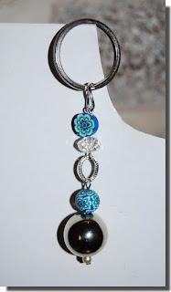 Porta-chaves prateado e azul