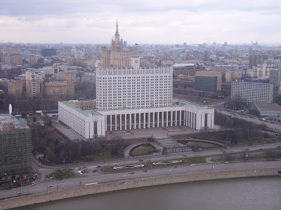 [800px-Whitehouse_moscow_april_2006.JPG]
