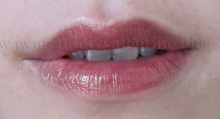lip swatch Chanel Rouge Allure extrait de gloss #59 Impertinence