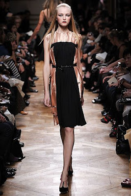 http://3.bp.blogspot.com/_uB-BSH_BgAs/SOoqVVCJdMI/AAAAAAAACV0/QxEfnaqmJJ8/s400/Miu+Miu+Spring+2009+show+Miuccia+Prada+Russell+Marsh+Women+Management+Blog+Vlada+Roslyakova