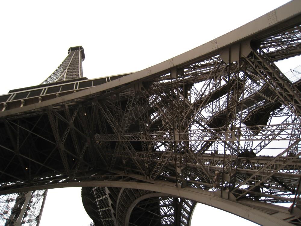 Eiffelturm von unten fotografiert, Paris
