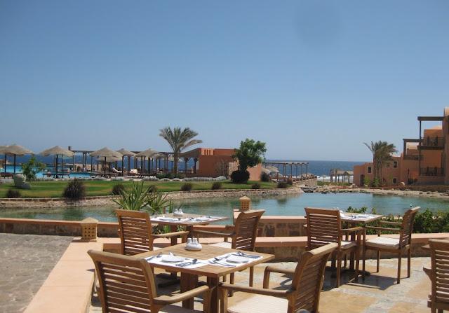 Radisson Blu Resort El Quseir - Blick vom Restaurant in Richtung Meer