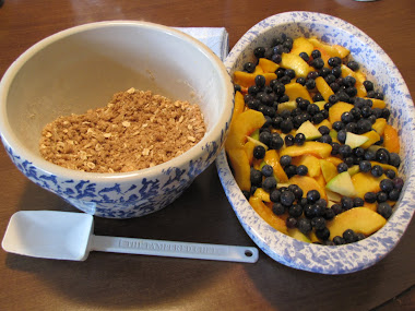 Topping / Peaches with Blueberries