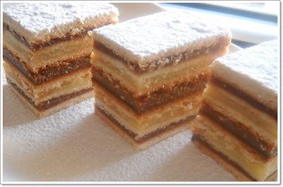 Articole culinare : Prajitura cu foi de miere si crema de gris
