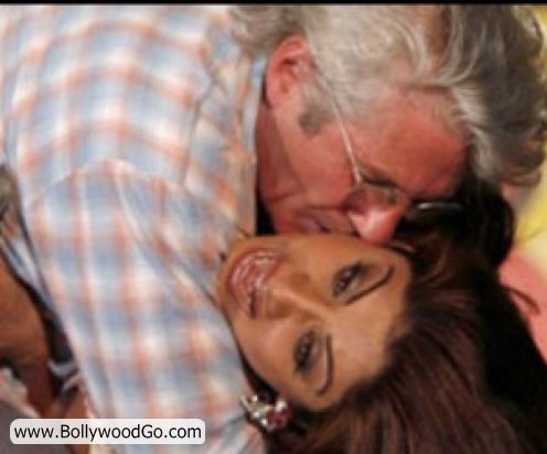 http://3.bp.blogspot.com/_uJ-SDPxtYh8/TMsBHOkF6mI/AAAAAAAALEk/sW4eBBx068c/s1600/Shilpa+Shetty+Richard+Gere+Kiss.jpg