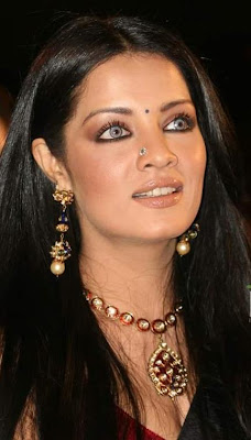 Celina Jaitley in Traditional Indian Jewellery
