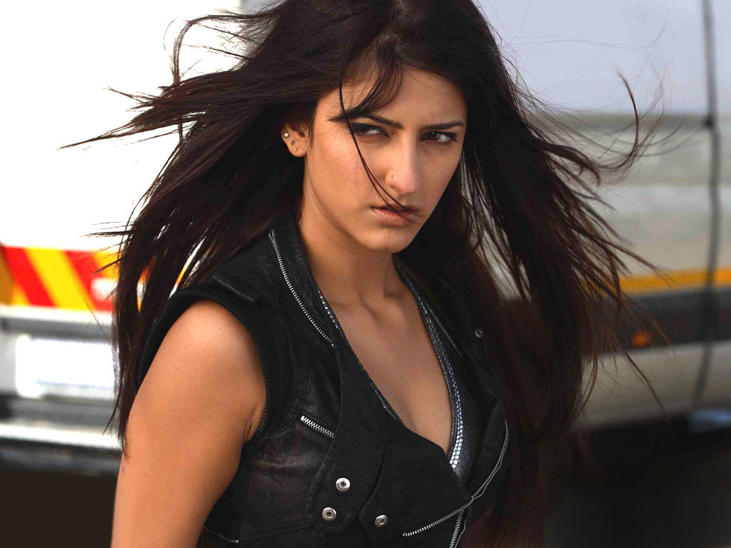 Actress Shruti Hassan Tattoo - Bollywood Tattoo