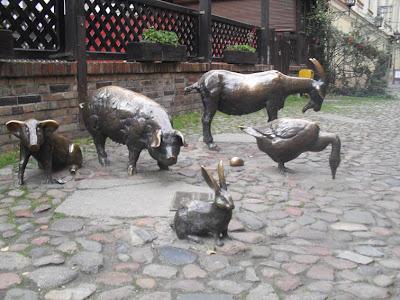 http://3.bp.blogspot.com/_uJkObNNa9hw/SydU4S3AGlI/AAAAAAAAAQg/T_92EsGFfmM/s400/pomnik+zwierzat+rzeznych+Wroclaw.jpg